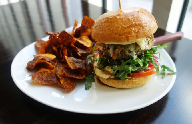 Tapiolassa maistuu Funky Royal Bluecheese Burger!